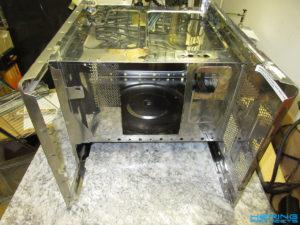 Reflow Ofen Durchbrüche in das Mikrowellengehäuse sägen