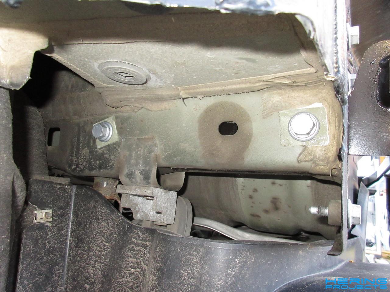 Verschraubung des Anhaengerkupplungstraegers Seat Leon 5F