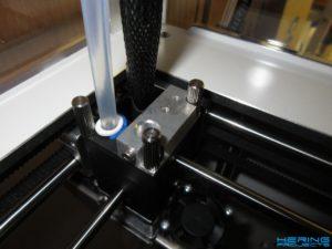 Ultimaker Messuhrhalterung auf Druckkopf montiert