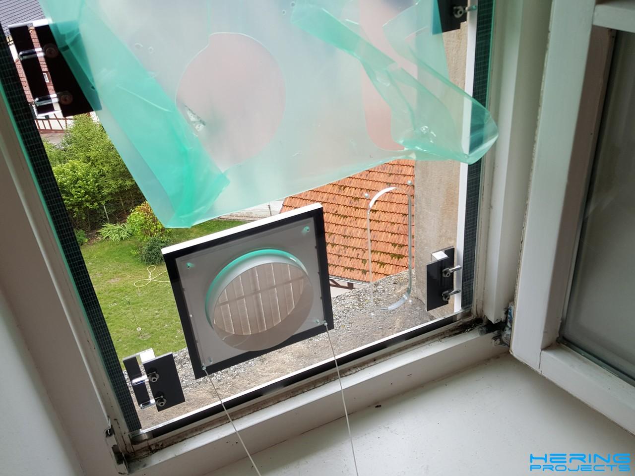 Klimaanlage Fensteradapter beim Einbau in den Fensterrahmen